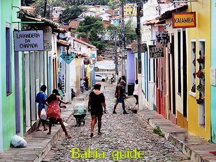 Lençois, typische geplaveide straatjes, fotos Chapada Diamantina nationaal park, wandelingen & trekking met vlaamse reis-gids Ivan (die al 10 jaar in Bahia woont) voor uw rond-reis met begeleiding in het Nederlands in Brazilië / #ivanbahiabuide #ibg #bresil #brazil #brazilie #bresilessentiel #brazilessential #toursbylocals #gaytravelbrazil #fotosbahia #bahiatourism #salvadorbahiatravel #fotoschapadadiamantina #fernandobingretourguide #braziltravel #chapadadiamantinatrekking #chapadaadventure #bahiametisse #bahiaguide #lencois #diamantinamountains #diamondmountains #valedopati #patyvalley #valecapao #bahia #lençois #morropaiinacio #cirtur #chapadaadventuredaniel #chapadaroots #chapadasoul #diamantinatrip #chapadadiamantinaguide #chapadadiamantina #valedocapao #viapati #discoverbrazil #brasilienadventure #chapadadiamantinanationalpark #zentur #theculturetrip