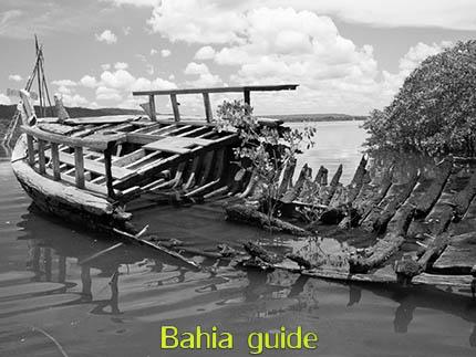 Het onfortuinlijke einde van een saveiro-zeilschip ... bij gebrek aan onderhoud door de eigenaar, foto's Chachoeira en omgeving in het Recôncavo-gebied langs de Paraguaçu-rivier, op ontdekking met uw vlaamse reis-gids Ivan (die al 10 jaar in Bahia woont) en die zorgt voor uw rond-reis met begeleiding in het Nederlands in Brazilië