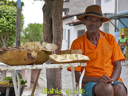 Local micro-economy selling jac-fruit while visiting the Recôncavo Baiano in Brazil with Ivan Salvador da Bahia & official tour guide, #BrazilTravel #IvanBahiaGuide #IvanSalvadorGuide #Cachoeira #Reconcavo #ReconcavoBaiano #BahiaMetisse #ToursByLocals #fernandobingretourguide #IBG #FotosBahia #IvanBahiaReizen #BahiaTourism #SalvadorBahiaTravel #CachoeiraGuide #VoyageBahia #IBG #GuideDeTourismeSalvadorBahiaBresil https://www.instagram.com/ivanbahiaguide/