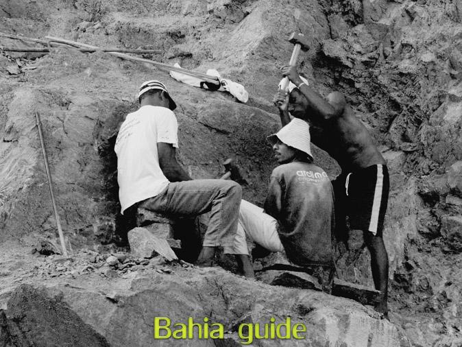 'garimpeiros', die aan oppervlakte mijnbouw doen met de meest eenvoudige werktuigen, foto's Chachoeira en omgeving in het Recôncavo-gebied langs de Paraguaçu-rivier, op ontdekking met uw vlaamse reis-gids Ivan (die al 10 jaar in Bahia woont) en die zorgt voor uw rond-reis met begeleiding in het Nederlands in Brazilië