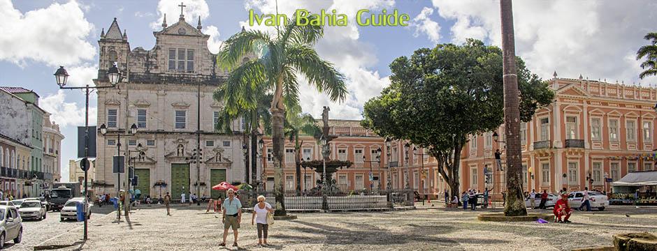 Praça Terreiro de Jesus mit der Kathedrale und der ersten medizinischen Fakultät Brasiliens, mit Ivan Bahia Guide, Reiseführer in Salvador, Brasilien