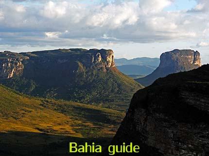 Morro de Pai Inaçio berg met ongeveer 1.160m hoogte om er van een indrukwekkend 360° panoramisch zicht, fotos Chapada Diamantina nationaal park, wandelingen & trekking met vlaamse reis-gids Ivan (die al 10 jaar in Bahia woont) voor uw rond-reis met begeleiding in het Nederlands in Brazilië / #ivanbahiabuide #ibg #bresil #brazil #brazilie #bresilessentiel #brazilessential #toursbylocals #gaytravelbrazil #fotosbahia #bahiatourism #salvadorbahiatravel #fotoschapadadiamantina #fernandobingretourguide #braziltravel #chapadadiamantinatrekking #chapadaadventure #bahiametisse #bahiaguide #lencois #diamantinamountains #diamondmountains #valedopati #patyvalley #valecapao #bahia #lençois #morropaiinacio #cirtur #chapadaadventuredaniel #chapadaroots #chapadasoul #diamantinatrip #chapadadiamantinaguide #chapadadiamantina #valedocapao #viapati #discoverbrazil #brasilienadventure #chapadadiamantinanationalpark #zentur #theculturetrip