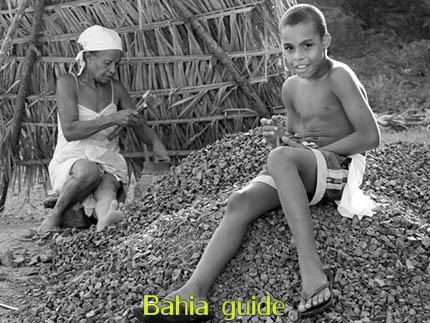 garimpeiros avec Ivan Bahia guide tourisme (d'origine francophone) visitez Cachoeira  et São Felix dans la région coloniale 'Recôncavo Baiano' lelong de la rivière Paraguaçu en rando, balade et découvrez aussi le trekking au parc national Chapada Diamantina, Praia do Forte, transport privé Brésil  / Photographie par Ivan Bahia Guide et agence de voyages personalisés à Salvador da Bahia, Brésil / #ibtg #fernandofingre #fernandobingretourguide #bahiametisse #gaytravelbrazil #tourismsalvadorbahia, #ivanbahiaguide #ivansalvadorbahia #salvadorbahiabravel #toursbylocals #ibg #fotosbahia #cachoeirabahia #maragojipe #bresilessentiel #voyagebresil #reconcavobaiano #bahiaguide #theculturetrip