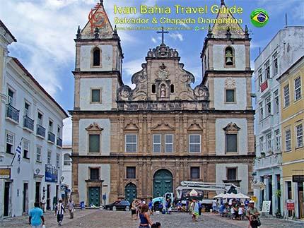 São Francisco-kerk en de bijhorende abdij vlakbij het origineel stadsplein 'Tereiro de Jeus' in het historisch centrum, met vlaamse reis-gids Ivan (die al 10 jaar in Bahia woont), fotos uit Salvador da Bahia, wandelingen en rond-reizen met begeleiding in het Nederlands, in Brazilië. Onze hashtag : #IvanBahiaGuide #IvanSalvadorBahia #IvanBahiaReisGids #IvanSalvadorReisGids  #ReisGids #SalvadorBahia #Brazilie #Salvador500in1 #SalvadorBahiaFotos #BahiaFotos #FotosBahia #SalvadorBahiaBrazilie