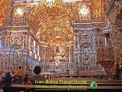 São Francisco-kerk en diens exuberante barok decoratie binnen, 2 ton bladgoud, met vlaamse reis-gids Ivan (die al 10 jaar in Bahia woont), fotos uit Salvador da Bahia, wandelingen en rond-reizen met begeleiding in het Nederlands, in Brazilië. Onze hashtag : #IvanBahiaGuide #IvanSalvadorBahia #IvanBahiaReisGids #IvanSalvadorReisGids  #ReisGids #SalvadorBahia #Brazilie #Salvador500in1 #SalvadorBahiaFotos #BahiaFotos #FotosBahia #SalvadorBahiaBrazilie