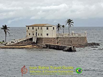 Helena fort gelegen aan de oude Porto da Barra, op een 300m van het andere fort Santo Antônio da Barra met de befaamde vuurtoren, met vlaamse reis-gids Ivan (die al 10 jaar in Bahia woont), fotos uit Salvador da Bahia, wandelingen en rond-reizen met begeleiding in het Nederlands, in Brazilië. Onze hashtag : #IvanBahiaGuide #IvanSalvadorBahia #IvanBahiaReisGids #IvanSalvadorReisGids  #ReisGids #SalvadorBahia #Brazilie #Salvador500in1 #SalvadorBahiaFotos #BahiaFotos #FotosBahia #SalvadorBahiaBrazilie