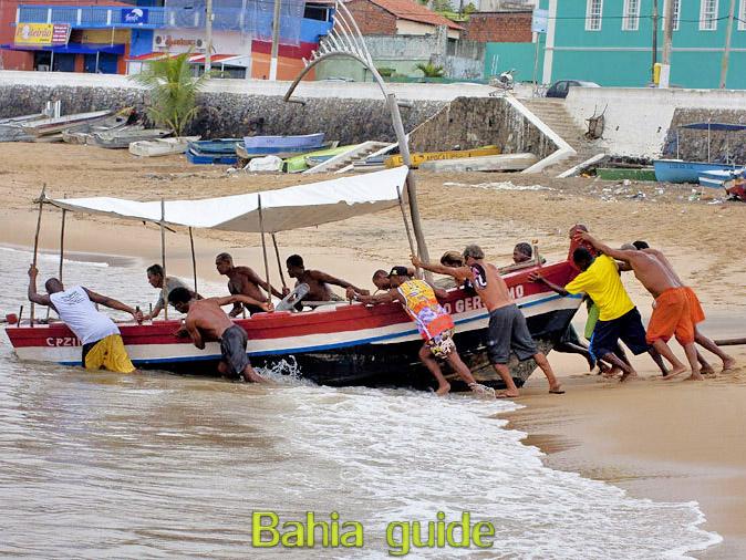 Vissersgemeenschap in Rio Vermelho wijk, met vlaamse reis-gids Ivan (die al 10 jaar in Bahia woont), fotos uit Salvador da Bahia, wandelingen en rond-reizen met begeleiding in het Nederlands, in Brazilië. Onze hashtag : #IvanBahiaGuide #IvanSalvadorBahia #IvanBahiaReisGids #IvanSalvadorReisGids  #ReisGids #SalvadorBahia #Brazilie #Salvador500in1 #SalvadorBahiaFotos #BahiaFotos #FotosBahia #SalvadorBahiaBrazilie