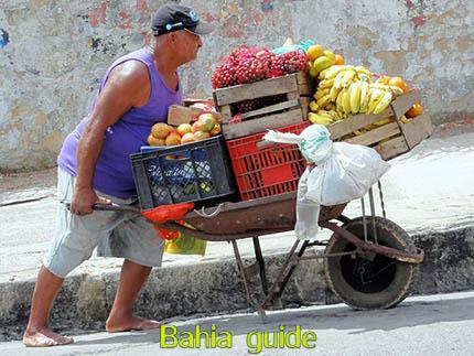 mobiele kruidenierswinkel op de kruiwagen, met vlaamse reis-gids Ivan (die al 10 jaar in Bahia woont), fotos uit Salvador da Bahia, wandelingen en rond-reizen met begeleiding in het Nederlands, in Brazilië. Onze hashtag : #IvanBahiaGuide #IvanSalvadorBahia #IvanBahiaReisGids #IvanSalvadorReisGids  #ReisGids #SalvadorBahia #Brazilie #Salvador500in1 #SalvadorBahiaFotos #BahiaFotos #FotosBahia #SalvadorBahiaBrazilie
