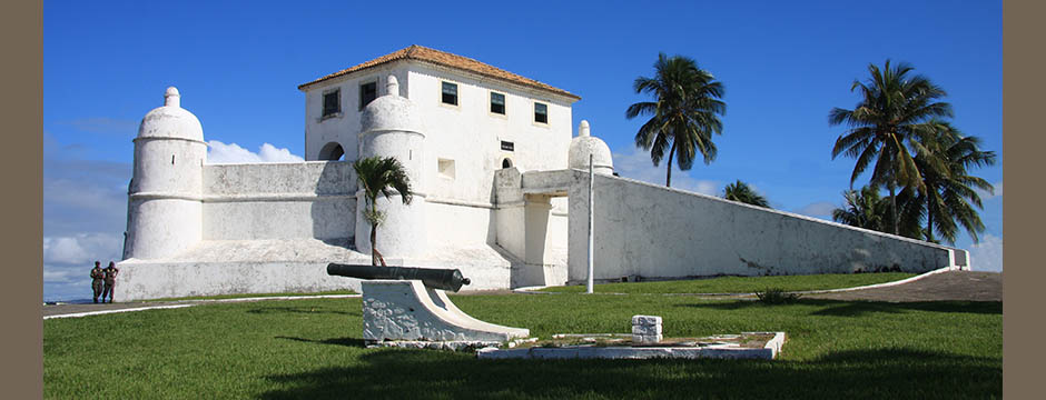 Visit the antique Mont Serrat Fortress of Salvador, first capital of Brazil, since 1549, off the beaten tracks with your official Ivan Bahia Tour-Guide (coll. Fernando, Bingre, Marcio, Bahiametisse)